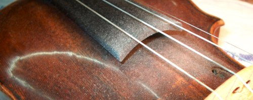 Colophane sur un violon.
