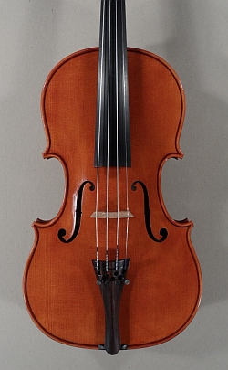 Violon neuf Roland Terrier. Table.